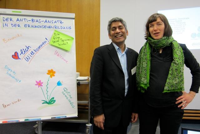 Dr. Prasad Reddy und Constanze Schwärzer-Dutta moderieren einen Anti-Bias-Workshop